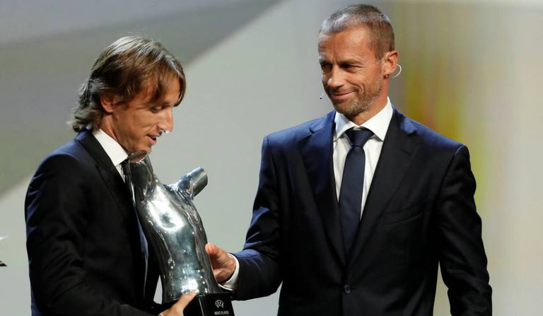 O croata recebeu o prêmio de melhor jogador da temporada europeia.