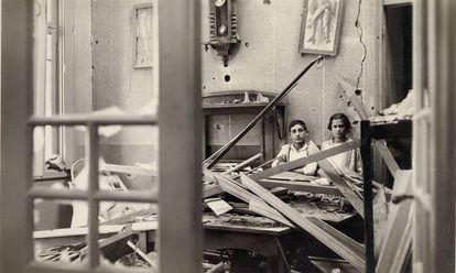 Casa bombardeada em São Paulo, em 1924, uma das imagens da exposição 'Conflitos: Fotografia e Violência Política no Brasil 1889-1964'.
