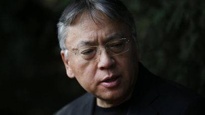 Kazuo Ishiguro fala durante coletiva de imprensa em Londres nesta quinta-feira