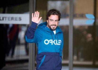 Fernando Alonso, ao deixar o hospital.
