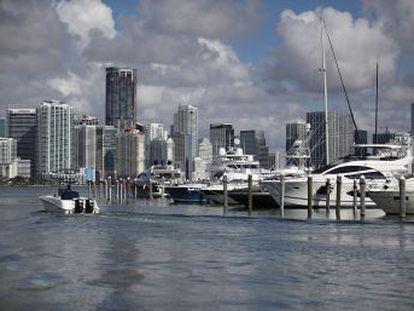 Morador de Miami Beach transmite ao vivo a chegada da tempestade na costa da Flórida