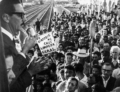 Campanha eleitoral de 1960: Jânio prometer varrer a corrupção.