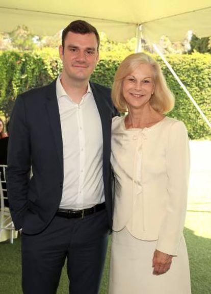 Os irmãos Cooper Hefner e Christie Hefner em agosto passado na Califórnia.
