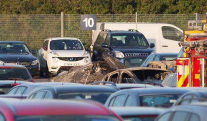 Destroços do avião no aeroporto de Blackbushe.