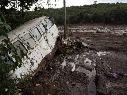 Imagem de área atingida pela avalanche de lama da barragem da Vale.