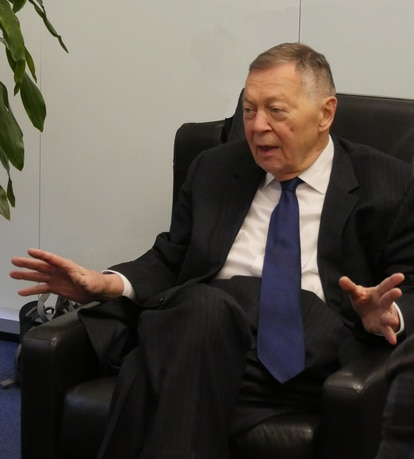 Aryeh Neier, em seu escritório em 2019.