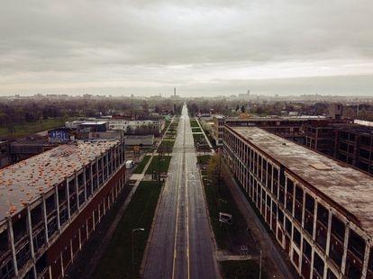 Uma zona industrial abandonada na cidade de Detroit em 29 de abril de 2020.