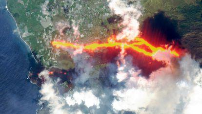 Foto de satélite da erupção em La Palma tirada no domingo.
