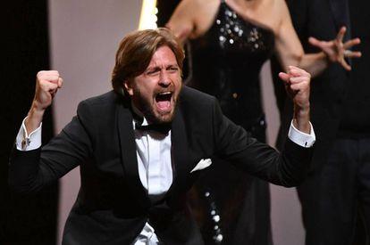 O diretor sueco Ruben Östlund após receber a Palma de Ouro do Festival de Cannes