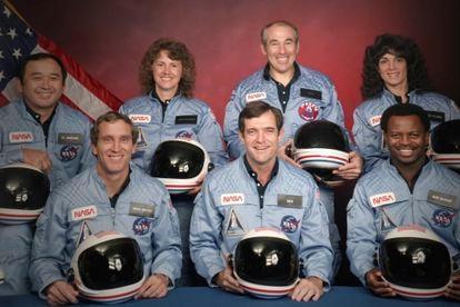 A tripulação do ônibus espacial 'Challenger' antes do lançamento.