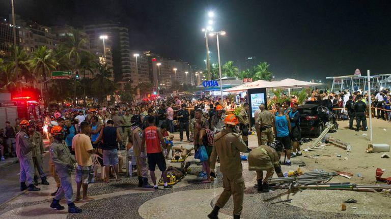 Movimentação no calçadão de Copacabana após o atropelamento de 17 pessoas na quinta-feira, 18 de janeiro