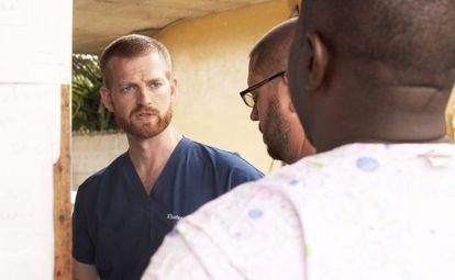 O doutor Kent Brantly trabalhava em uma clínica de Foya, na Libéria, tratando pacientes com ebola.