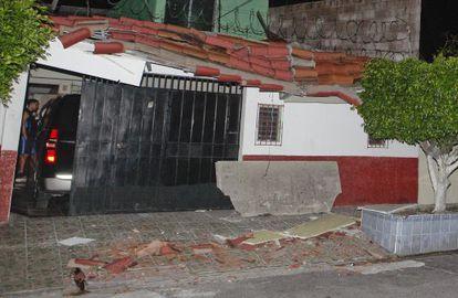 Uma casa em El Salvador, danificada pelo terremoto.