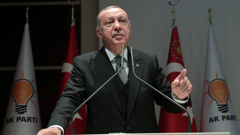 Recep Tayyip Erdogan durante seu pronunciamento no Parlamento turco