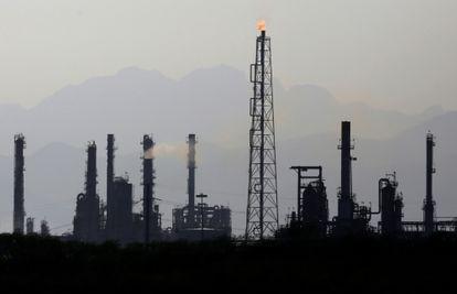 Vista de la refinería de Pemex en Cadereyta, Nuevo León.