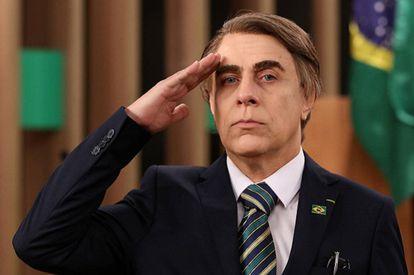 O comediante Tom Cavalcante faz uma paródia do presidente Jair Bolsonaro.