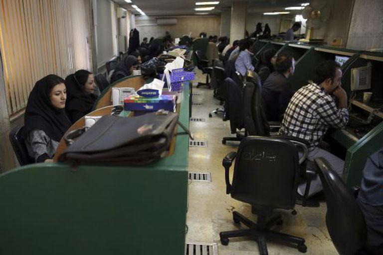 Brokers iranianos na Saca de Teerã.