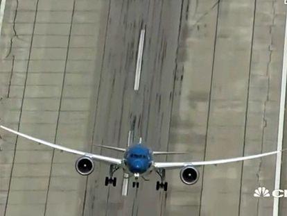 Avião pronto para decolar... na vertical
