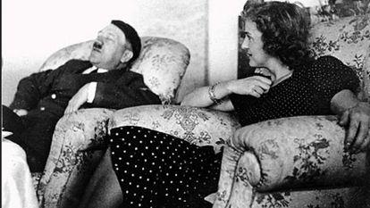 Hitler descansando com Eva Braun.