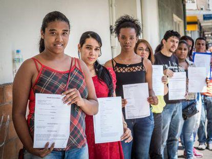 Fila de desemprego em São Paulo.