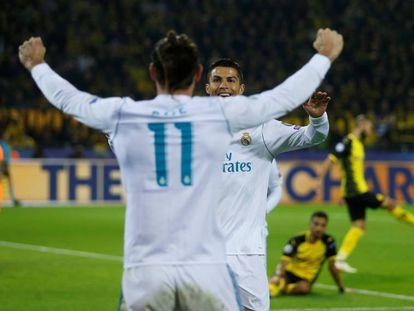 Cristiano Ronaldo e Bale comemoram gol sobre o Dortmund.