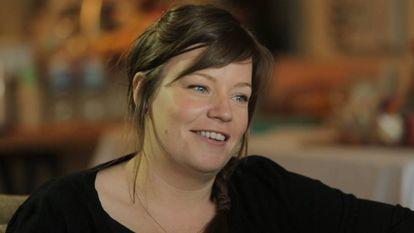 Jules (30, Melbourne). É uma chef que trabalha em Melbourne: muito confiante em si mesma, embora a solidão lhe cause inseguranças. Faz dois anos que seu último namoro terminou, e ela tem perfis em vários sites de relacionamento.