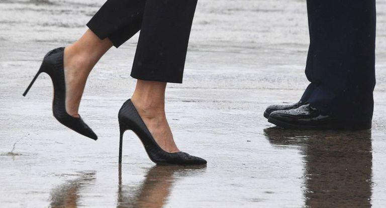 Os saltos de Melania Trump, antes de voar para o Texas.