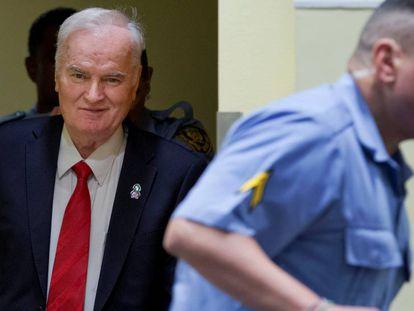 Ratko Mladic ao chegar à corte nesta manhã
