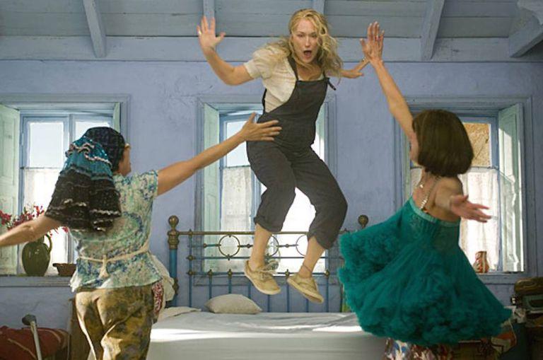 Meryl Streep e suas amigas fazendo-nos dançar com as canções de Abba em 'Mamma Mia! O filme' (2008).