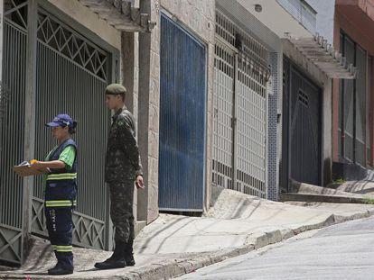Mirley e o soldado do Exército, Jacinto, em São Paulo.