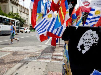 Venda de camisetas com o rosto de Mujica em Montevidéu.