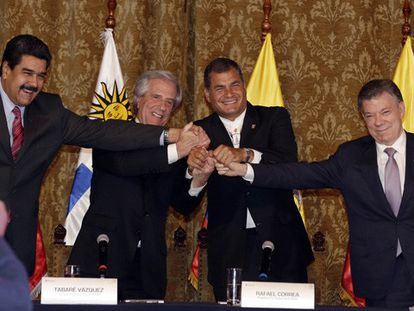 Santos e Maduro reduzem tensão, mas fronteira continua fechada