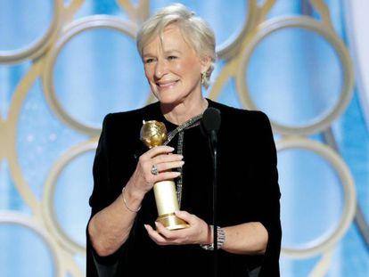 Close recebendo o primeiro grande prêmio de sua carreira como atriz de cinema.