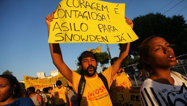 Manifestação para que Brasil acolha Snowden, ontem no Rio.