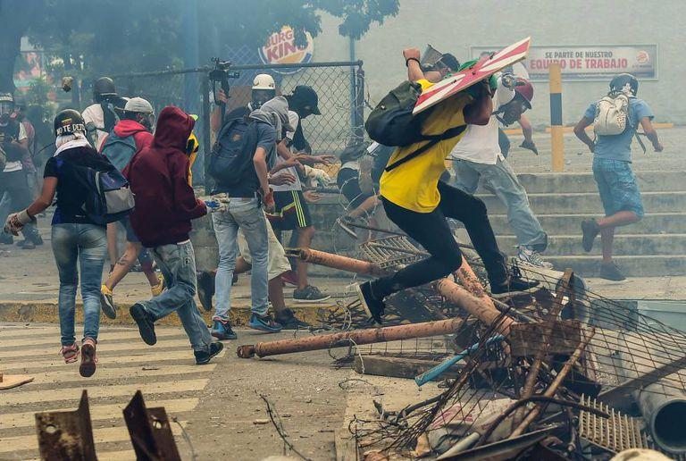 Opositores protestam nesta quinta-feira, em Caracas.