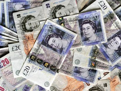 O 'Brexit' derrubou a libra esterlina. Na imagem, notas da moeda britânica
