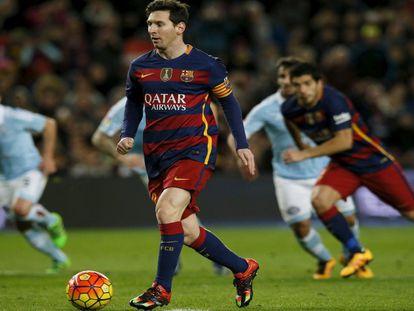 Pênalti indireto de Messi e Suárez.