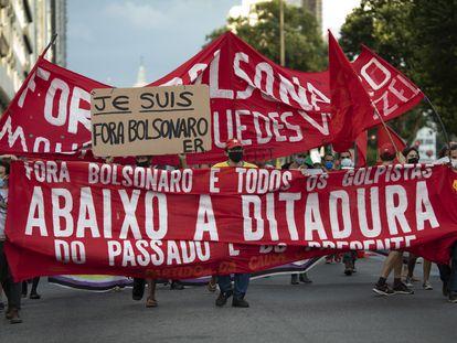 Protesto contra Jair Bolsonaro no Rio de Janeiro nesta quarta, data que marca os 57 anos do golpe militar.