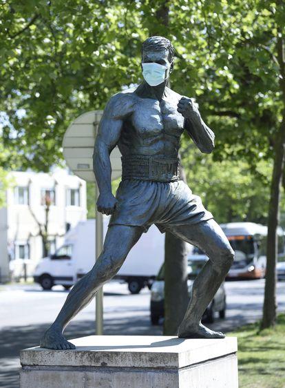 Em maio, a estátua de Van Damme na Bélgica apareceu com uma máscara para alertar sobre a necessidade de seu uso por causa do novo coronavírus.