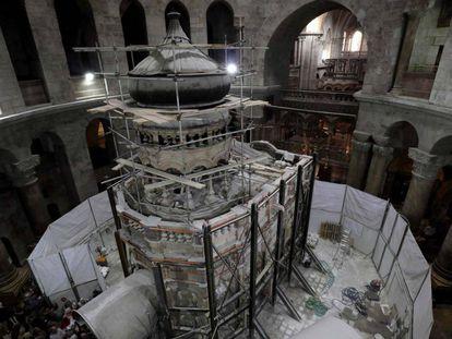 Obras de restauração na tumba.
