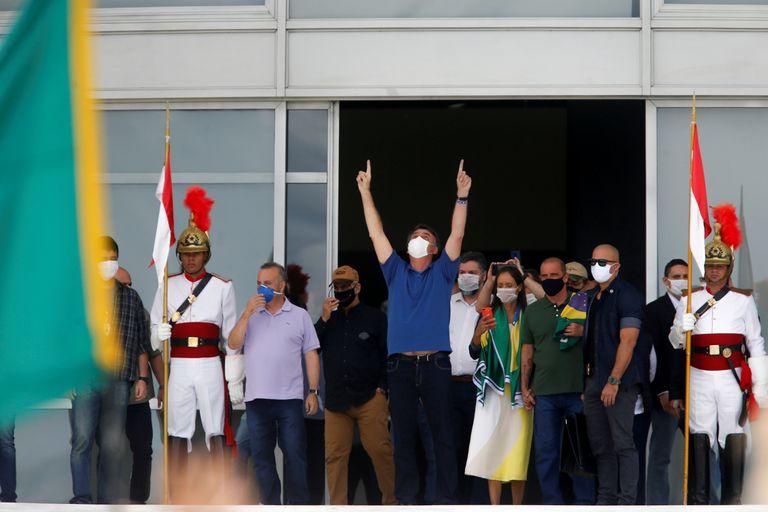 O presidente Jair Bolsonaro, em Brasília, em 17 de maio, durante um protesto pelo fim do isolamento social.
