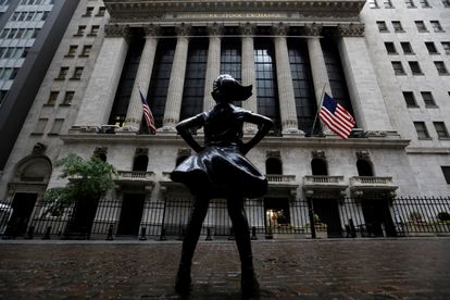 A Menina Sem Medo', de Kristen Visbal, instalada em frente a Bolsa de Valores de Nova York.