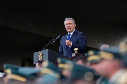 Iván Duque em uma cerimônia de passagem de tropas em vista.