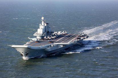 O porta-aviões chinês 'Liaoning', em dezembro de 2016 durante manobra no Pacífico.