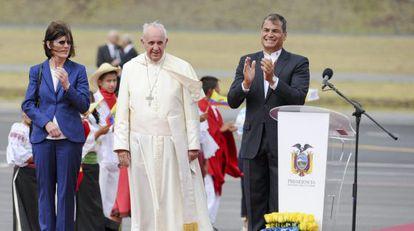 Francisco ao lado do presidente Rafael Correa.