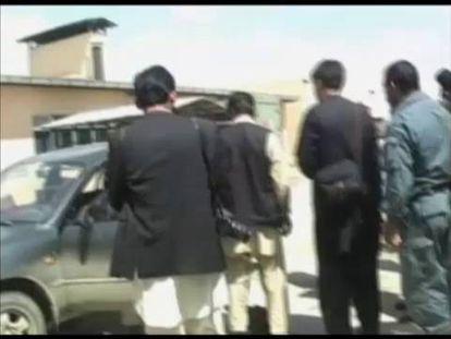 Restos do veículo onde viajavam as jornalistas.