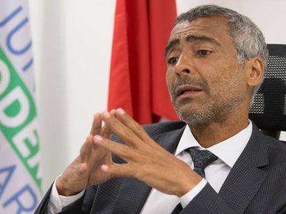 Romário se diz independente em relação ao governo Temer e explica voto contrário à reforma trabalhista.