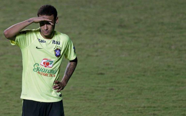 Neymar durante treino da seleção brasileira.