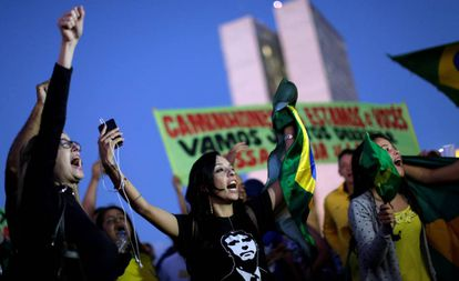 Manifestantes protestam em Brasília nesta segunda-feira.
