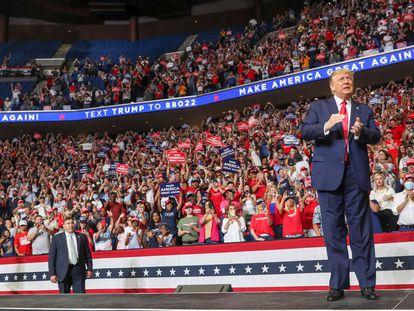 Donald Trump, neste sábado, ao chegar ao estádio BOK em Tulsa (Oklahoma).